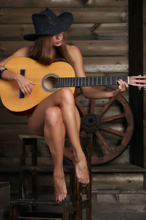 Голая девушка с гитарой фото 1078 фотография